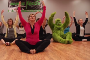 grinch_tries_yoga